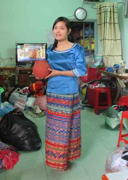 Cho thue Trang phục Myanmar màu xanh