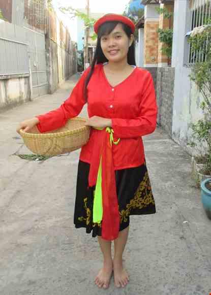 Cho thue Trang phục dân gian Kinh Bắc đỏ