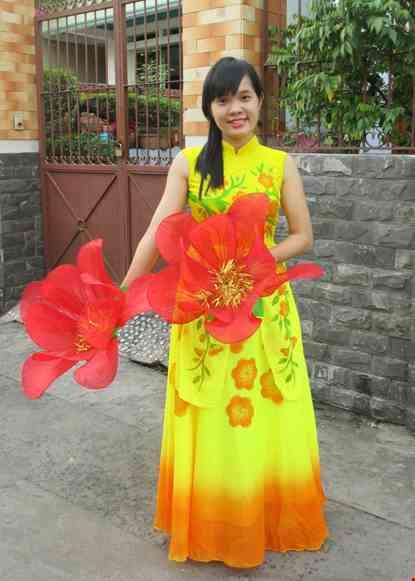 Cho thue Đầm múa dài hoa đào 2 tà trước