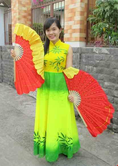 Cho thue Đầm múa dài lá trúc cổ trụ màu vàng