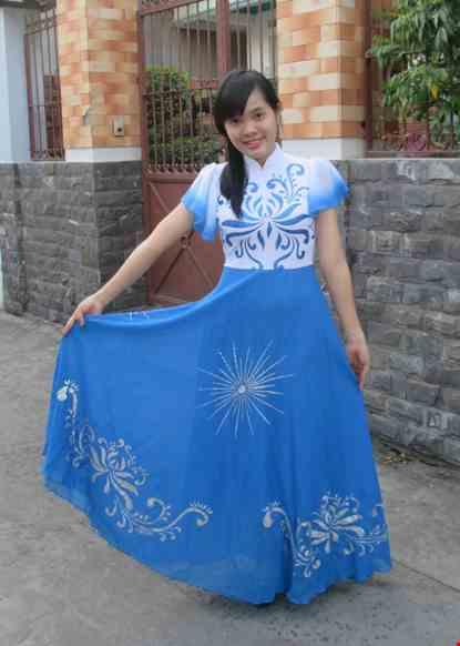 Cho thue Đầm múa biển đảo thân trắng váy xanh