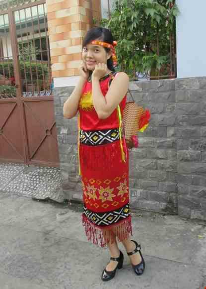 Cho thue Tây Nguyên nữ - Áo váy nhung đỏ viền đen