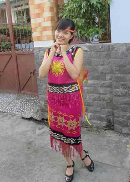 Cho thue Tây Nguyên nữ - Áo váy nhung hồng viền đen
