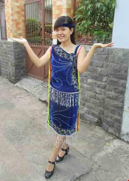 Cho thue Tây Nguyên nữ - Áo váy nhung xanh chéo vai