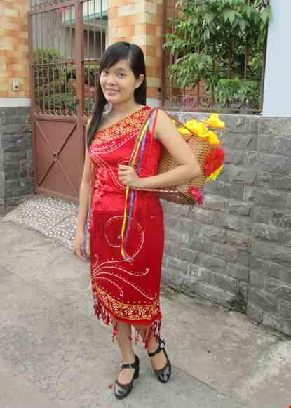 Cho thue Tây Nguyên nữ - Áo váy nhung đỏ chéo vai