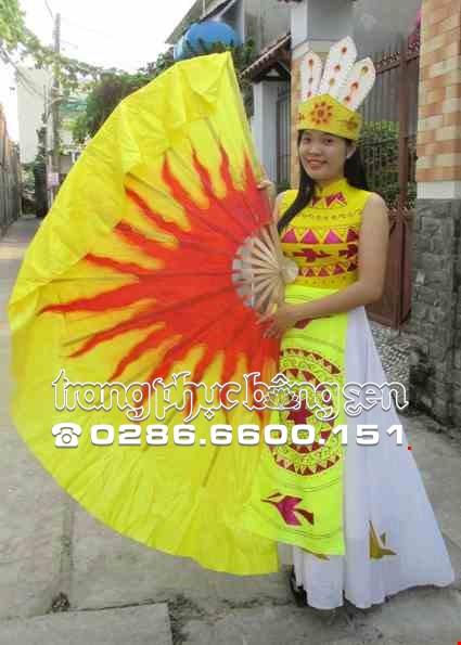 Cho thue Đầm múa Âu Lạc vàng váy trắng