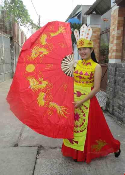Cho thue Đầm múa Âu Lạc vàng váy đỏ