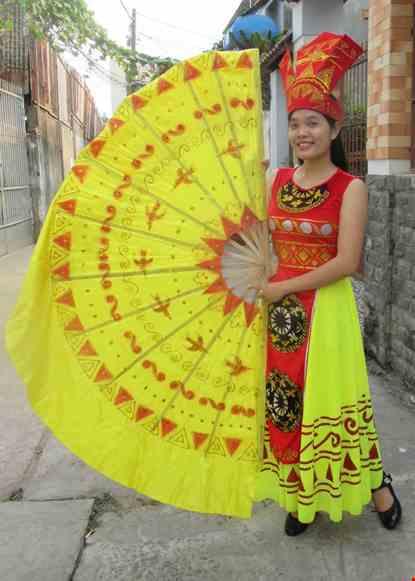 Cho thue Đầm múa Âu Lạc thân nhung đỏ váy vàng