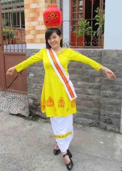 Trang phuc dan toc Cham