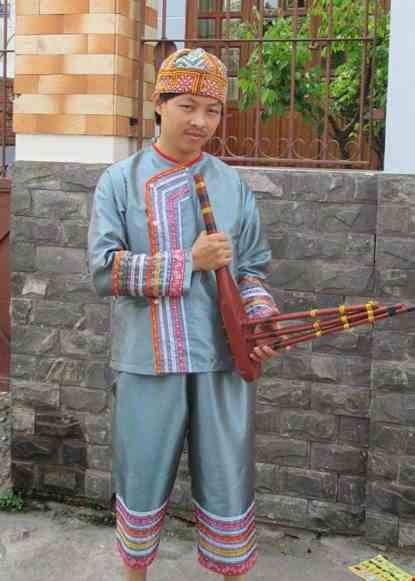 Trang phuc dan toc Tay Bac