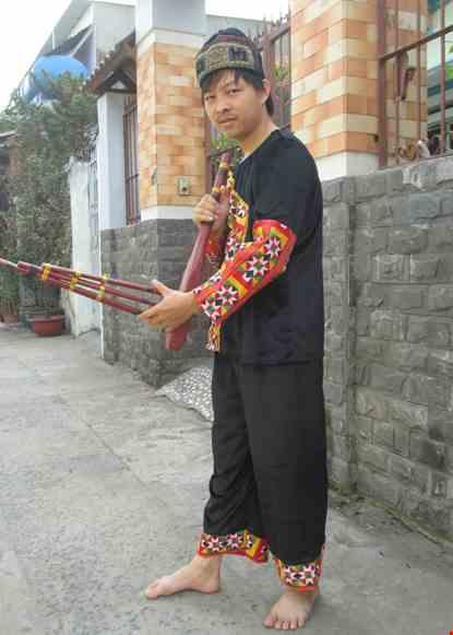 Trang phuc dan toc Meo