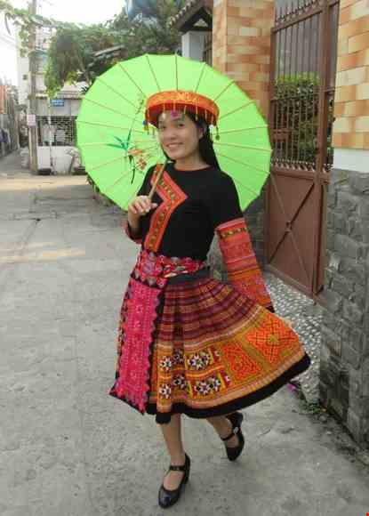 Trang phuc dan toc Meo nguyen ban