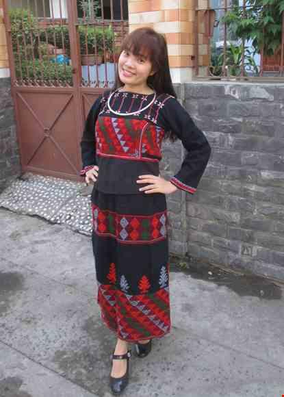 Trang phuc dan toc Phu La (Xa Pho)