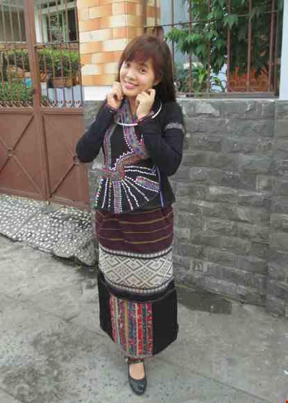 Trang phuc dan toc Lu