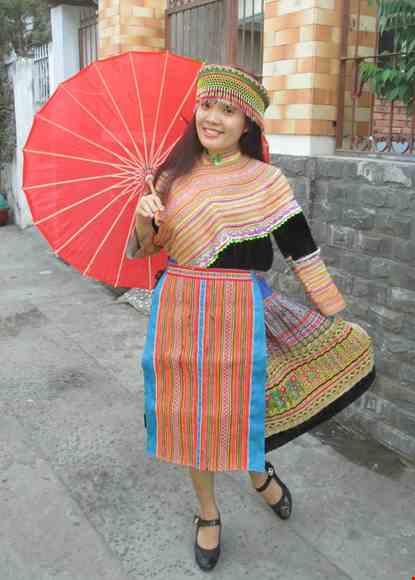 Trang phuc dan toc H'Mong nguyen ban