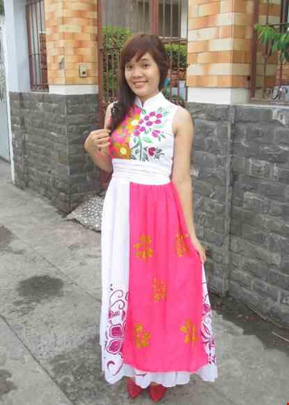 Cho thue Đầm múa hiện trắng hồng cổ trụ