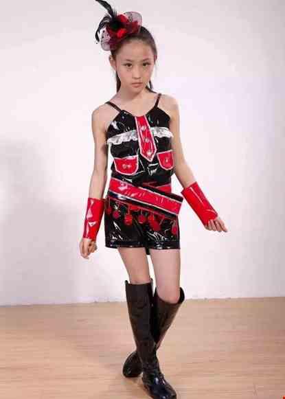 Cho thue Trang phục nhảy hiện đại yếm quần da bóng họa tiết cà vạt