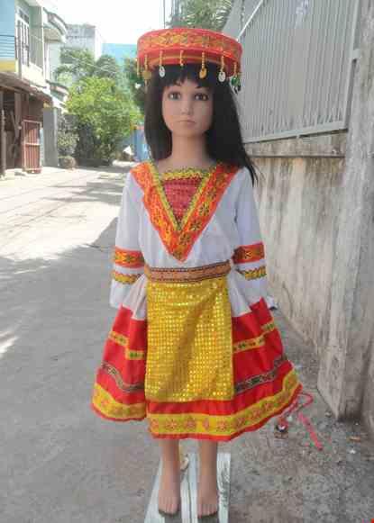 Cho thue Dân tộc Mèo mầm non áo thun trắng viền đỏ váy phi đỏ