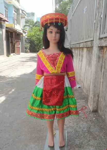 Cho thue Dân tộc Mèo trẻ em áo thun hồng viền vàng váy phi xanh