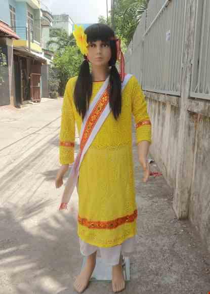 Cho thue Dân tộc Chăm trẻ em nữ áo ren dầy vàng váy trắng