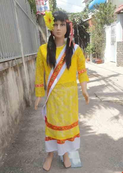 Cho thue Dân tộc Chăm trẻ em nữ áo ren mỏng vàng váy trắng