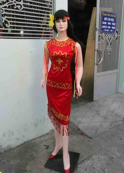Cho thue Đầm Tây Nguyên nữ nhung đỏ cổ tròn sát nách
