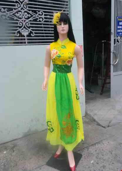 Cho thue Đầm vàng cổ trụ kết hoa kim sa tà xanh