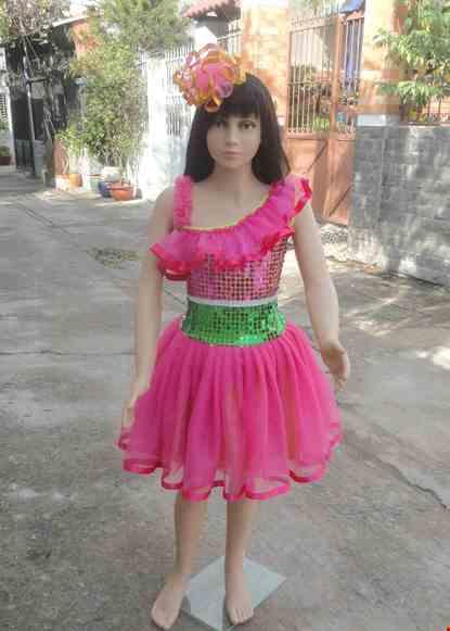 Cho thue Đầm múa trẻ em kim sa hồng - xanh lá bèo chéo vai