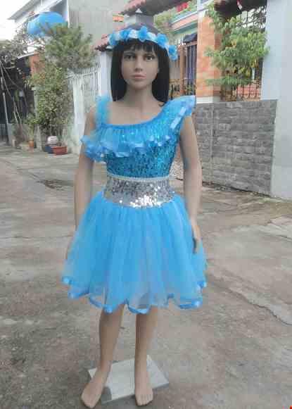 Cho thue Đầm múa trẻ em kim sa xanh biển - trắng bèo chéo vai