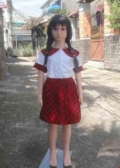Cho thue Áo váy múa mầm non thun trắng, váy nhung ca rô đỏ