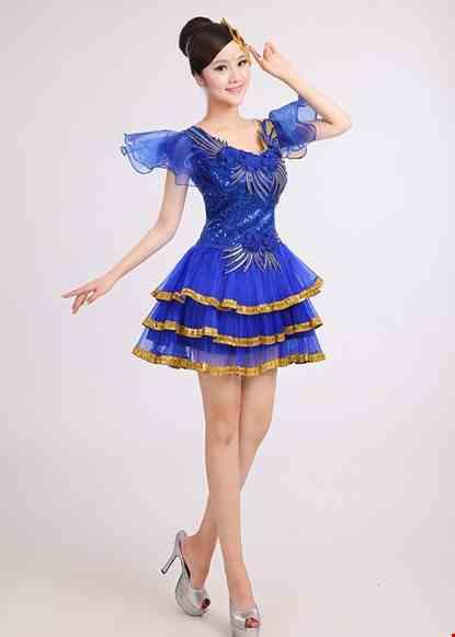 Cho thue Đầm múa ngắn xanh bích 3 tầng dán hoa 3D