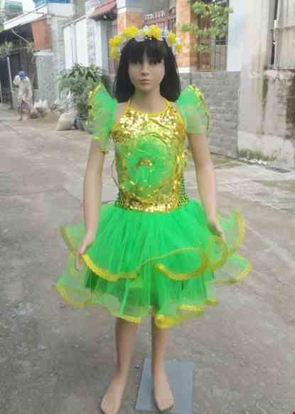 Cho thue Váy múa trẻ em kim sa vàng xanh lá cổ yếm bông to