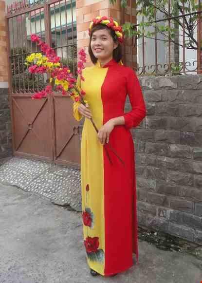 Cho thue Áo dài vàng - đỏ dán hoa 3D