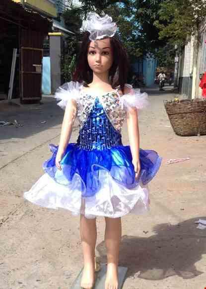 Cho thue Váy kim sa mầm non xanh bích trắng vai cột dây
