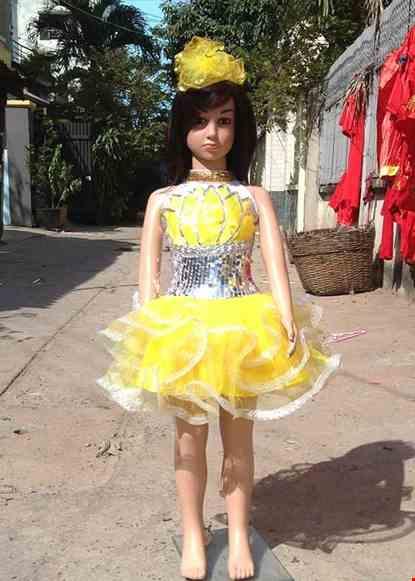 Cho thue Váy kim sa mầm non vàng trắng ngực sen vàng