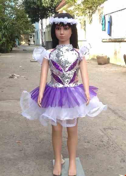 Cho thue Váy kim sa mầm non trắng phối tím cổ trụ