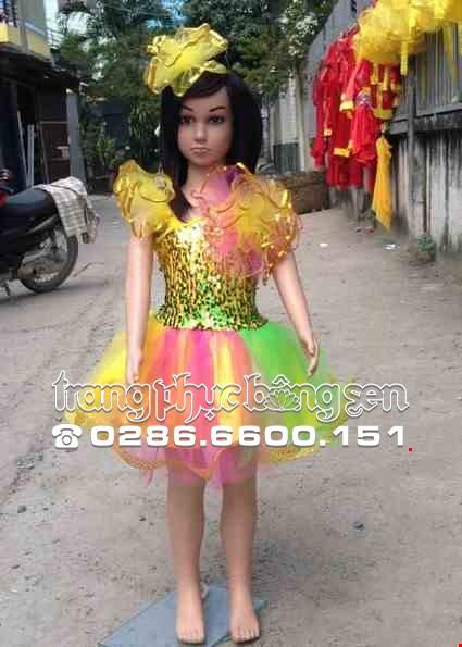 Cho thue Váy kim sa mầm non vàng xanh lá chéo vai bông ngực to