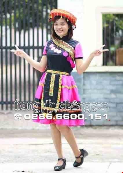 Cho thue Trang phục dân tộc Mèo hồng váy hồng sọc đen phối thổ cẩm