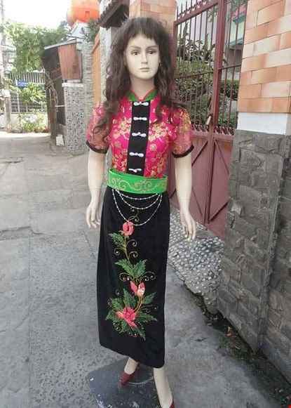 Cho thue Dân tộc Thái áo kim sa hồng ,váy nhung đen