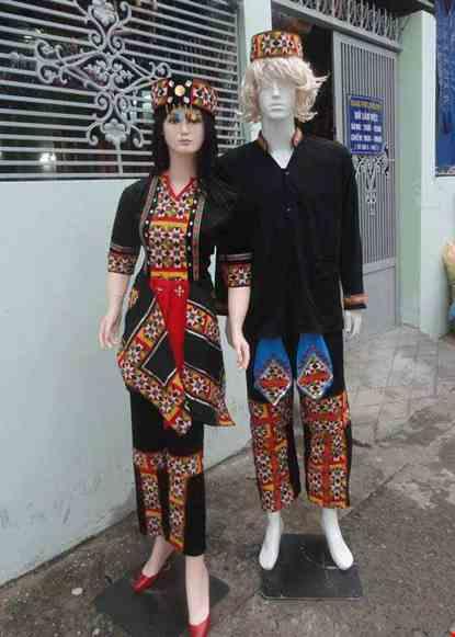 Trang phục diễn thời trang nam - nữ dân tộc Lô Lô
