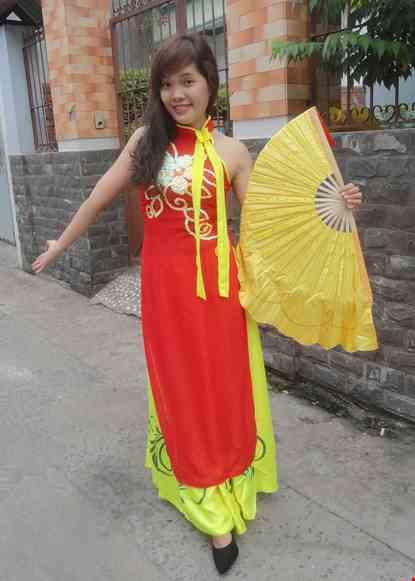 Đầm múa dân gian cổ trụ gắn nơ dài