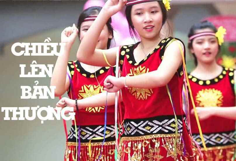 """Kinh nghiệm chọn thuê trang phục cho tiết mục múa hát """"Chiều lên bản Thượng"""""""